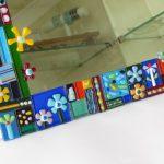 מראה עם מסגרת זכוכית צבעונית